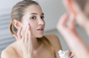Theo bạn nên bôi kem trị mụn trước hay kem dưỡng trước? – Sức Khỏe